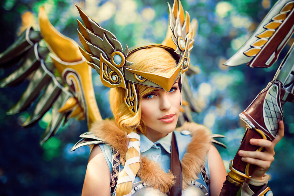 Amazing Valkyrie Mercy Cosplay