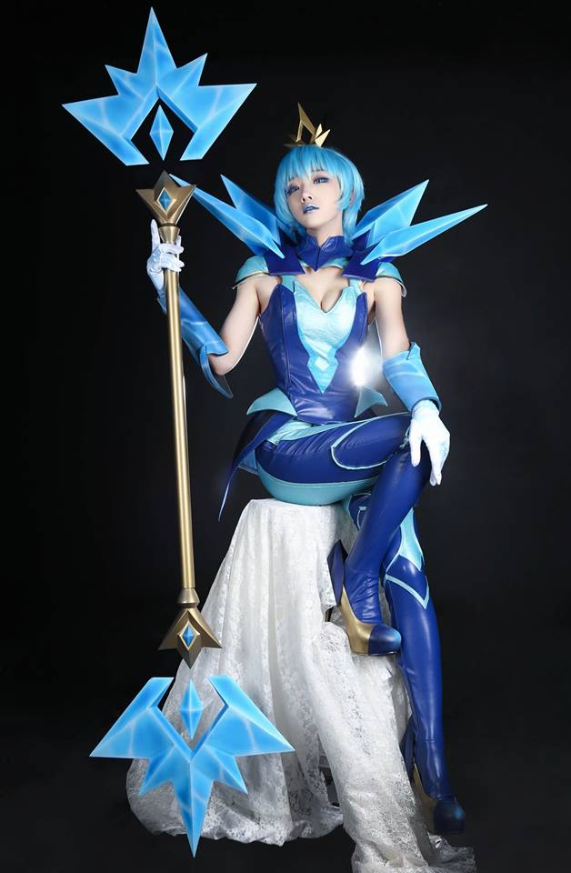 League of Legends: Beautiful Elementalist Lux Cosplay by Aza Miyuko