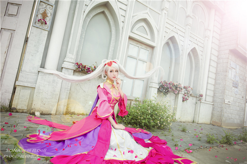 League of Legends: See the Charming Sweetheart Sona Cosplay