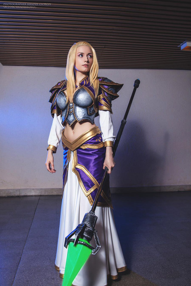 The Sexiest Heartstone cosplay