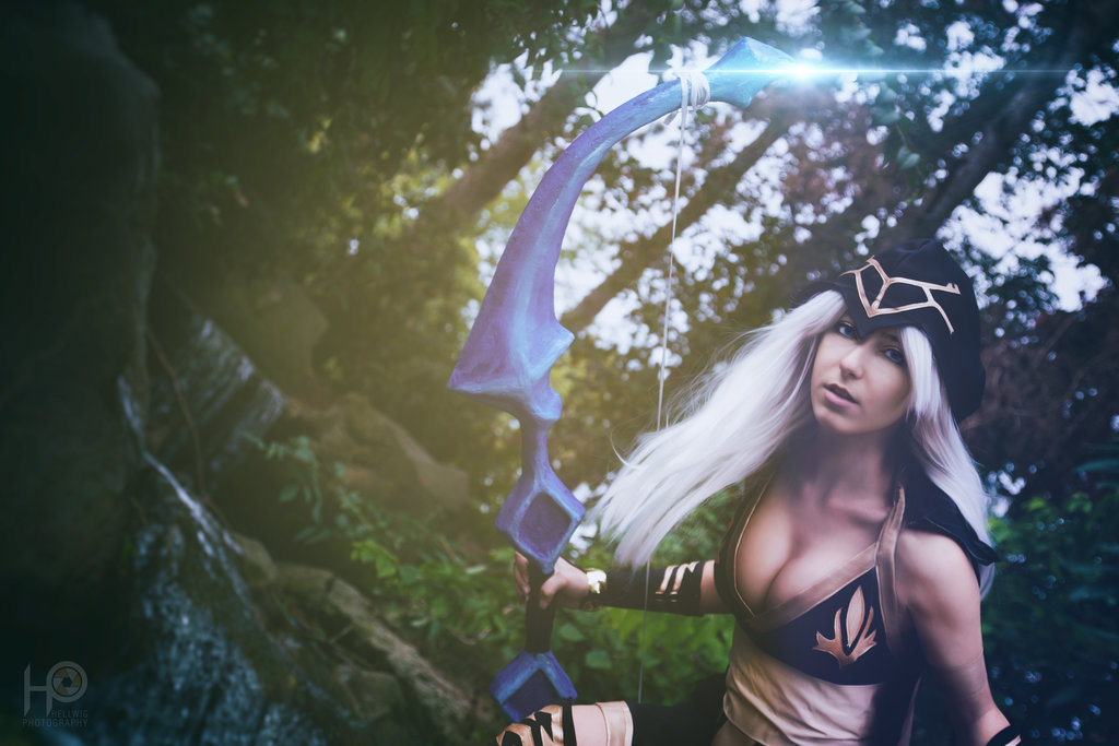cosalbum-League-of-Legends-Ashe-Sexy-Cosplay-1024x683-2