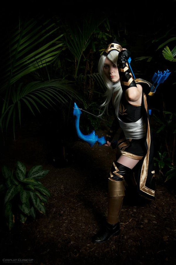 cosalbum-League-of-Legends-Ashe-Sexy-Cosplay-600x901-11