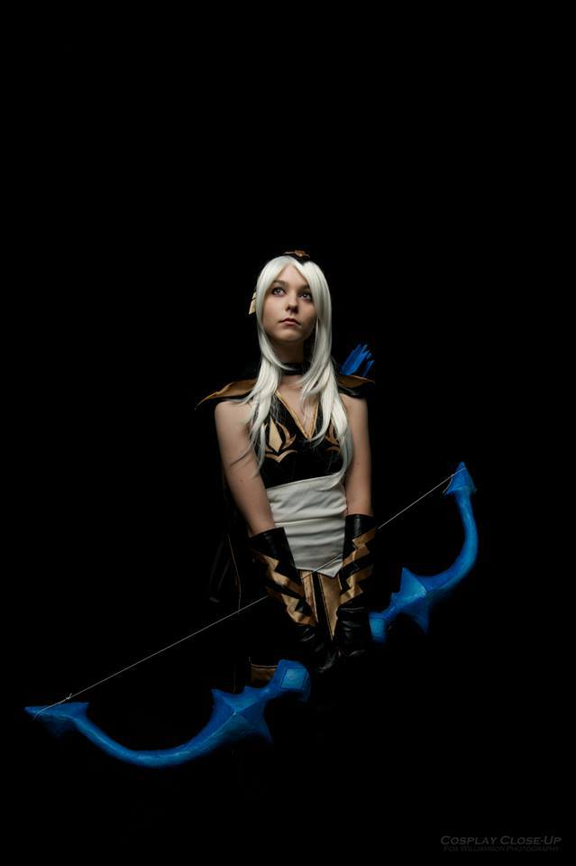 cosalbum-League-of-Legends-Ashe-Sexy-Cosplay-639x960-9