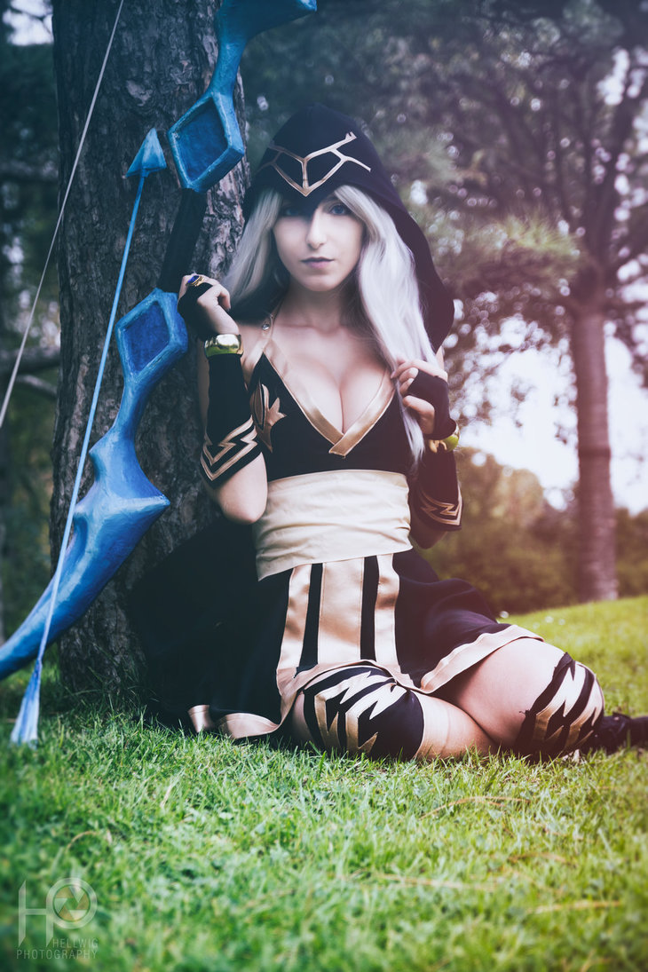 cosalbum-League-of-Legends-Ashe-Sexy-Cosplay-730x1095-5