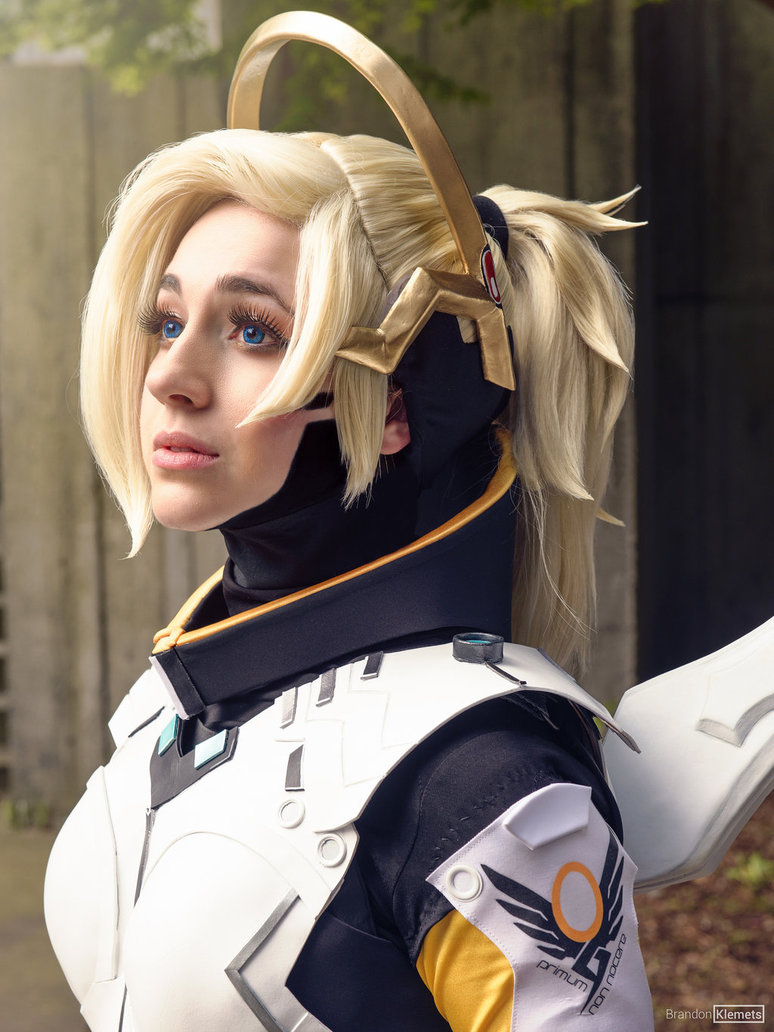 cosalbum-Overwatch-Real-Mercy-Cosplay-774x1032-5