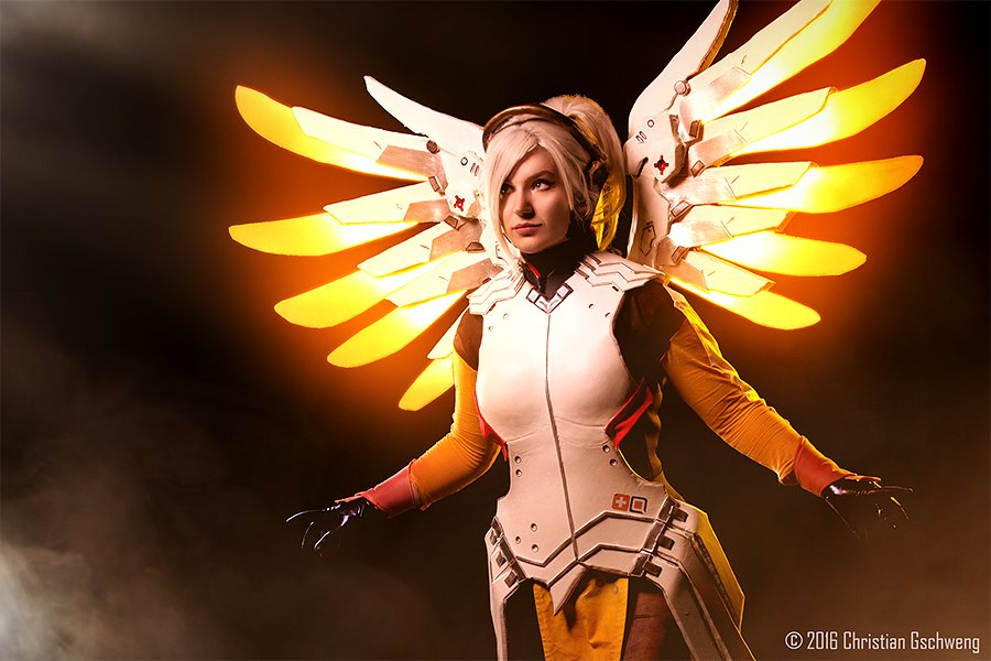 cosalbum-Overwatch-Real-Mercy-Cosplay-900x600-2